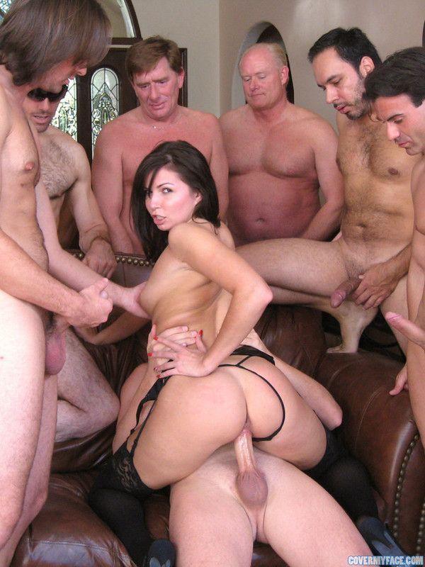секс фото девушка и толпа