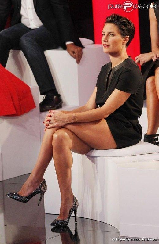 Alexandra belle lécher mes jambes