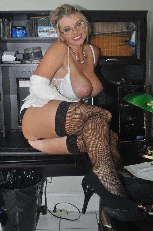 secretaire cougar salope lesbian