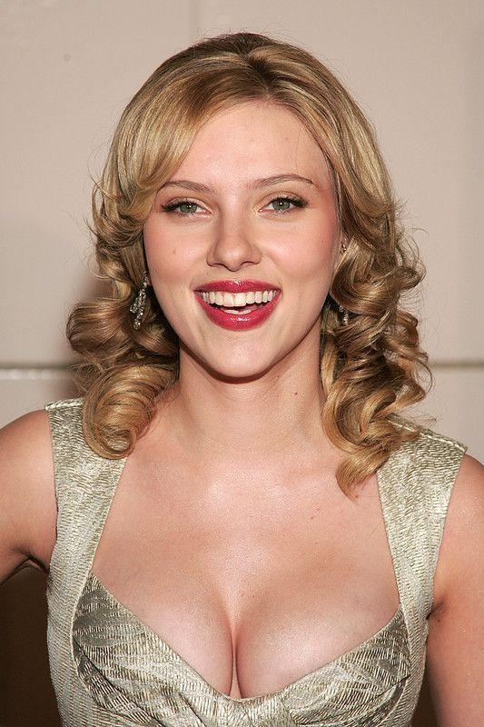 Scarlett Johansson Seins Énormes