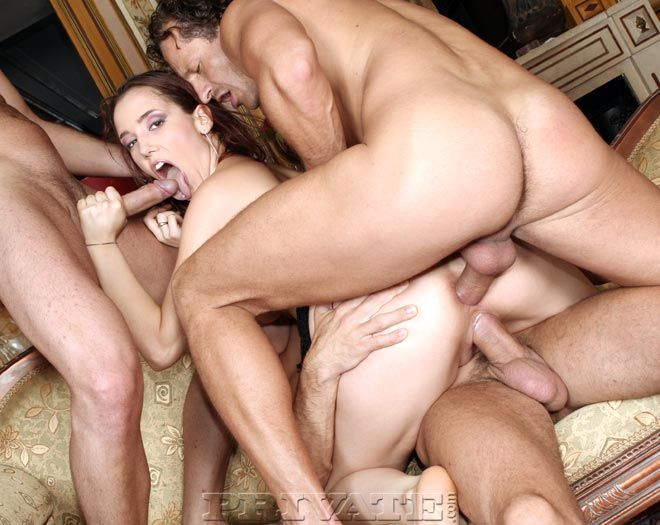 смотреть одна девушка и три парня секс молодой русской