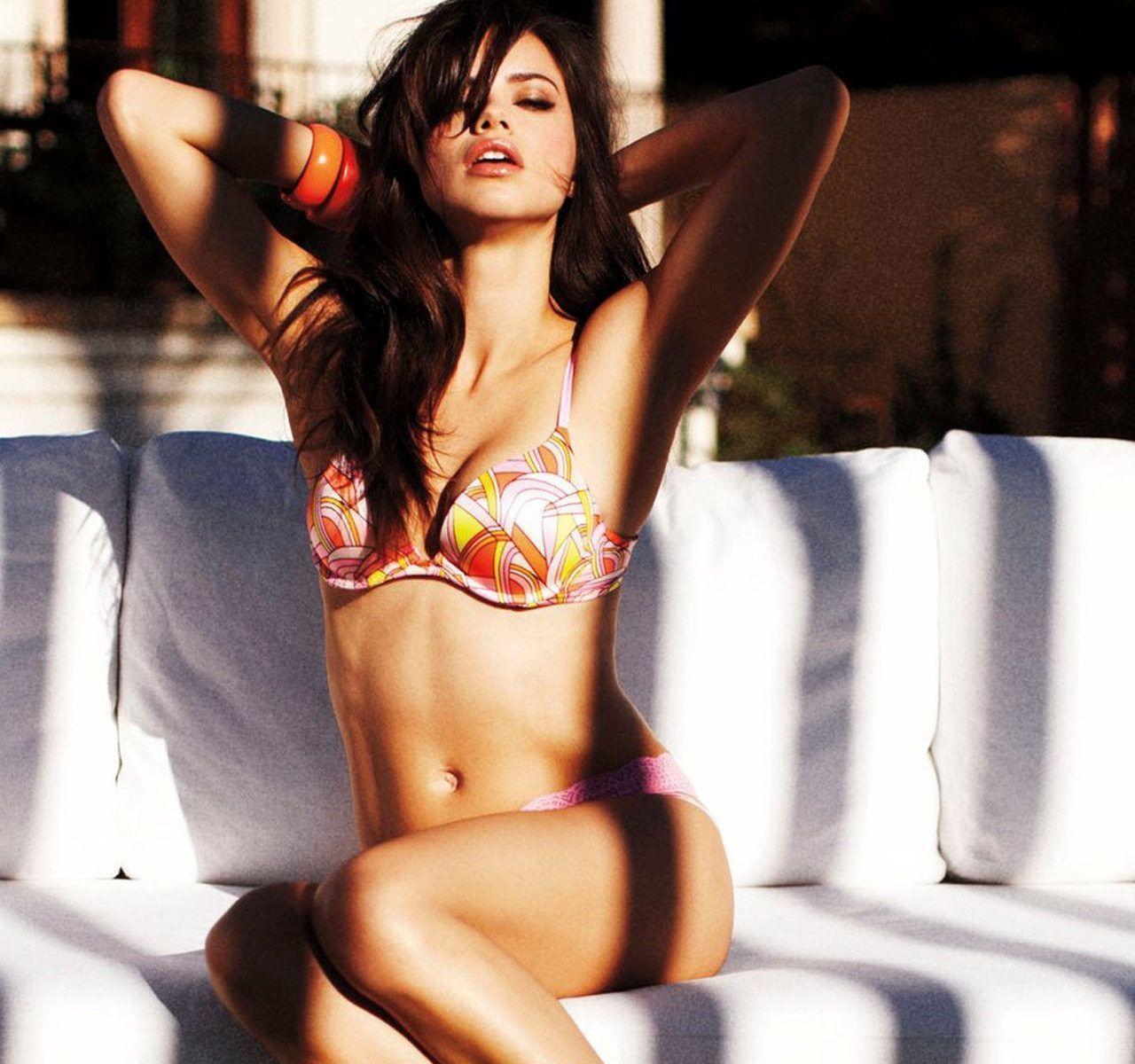 Romance lsbico! Selena Gomez tiene relacin con Cara